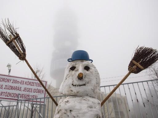 Hóembert építettek Kékestetőn, Kép: Komka Péter/MTI