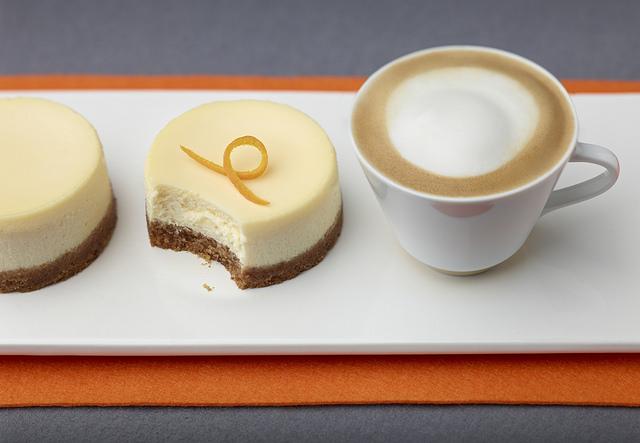 Narancsos sajttorta és cappuccino, Kép: Nespresso