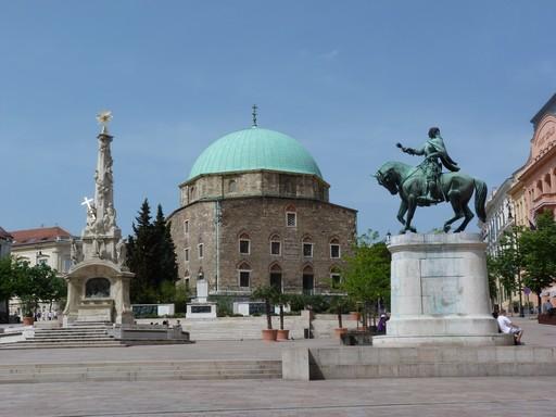 Pécs főtere, Kép: wikimedia