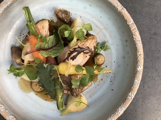 Borjú bébi zöldségekkel, Kép: Tiszavirág/Holdvölgy