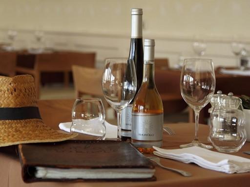 Borlap és tokaji borok az asztalon, Kép: Kistücsök, Holdvölgy