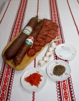 Csabai kolbaszok és fűszerei, Kép: Csabai Kolbász