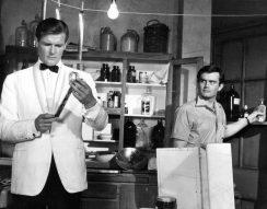 angyal, fimszínész, halál, James Bond, Minden lében két kanál, Roger Moore, Simon Templár