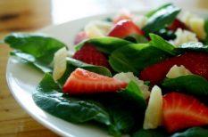 eper, feta, saláta, spenót, tavasz, vinaigrette
