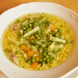 alaplé, karalábé, leves, petrezselyem, sárgarépa, tavasz, zöldborsó