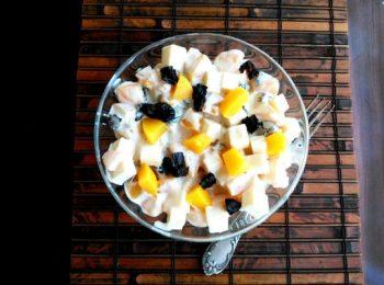 aszalt szilva, barack, gyümölcs, majonéz, nyár, sajt, saláta