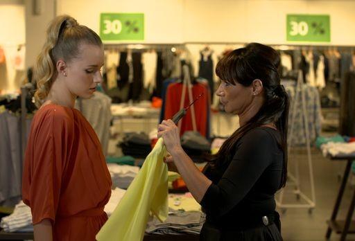 Barna ruha, zöld blúz, Kép: Premier Outlet
