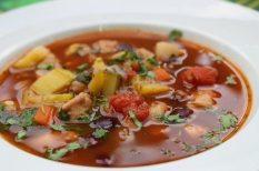 bab, bogrács, csirke, leves, mediterrán, nyár, zöldség
