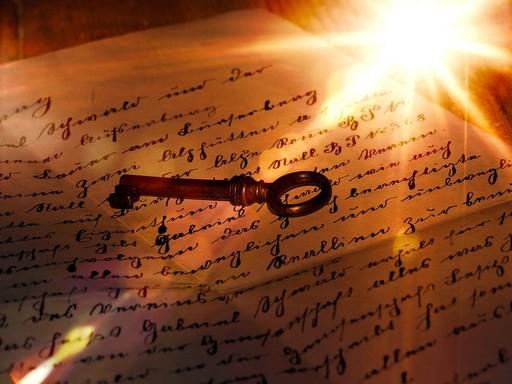 Végrendelet, öreg német írás, rajta egy kulccsal, Kép: pixabay