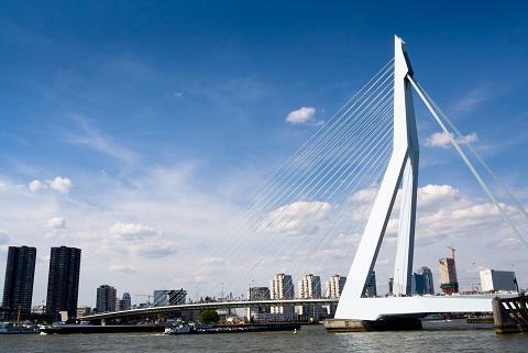 Az Erasmus híd is fénybe öltözik  Kép: sajtóanyag