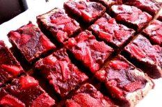 brownie, csokoládé, eper, lekvár
