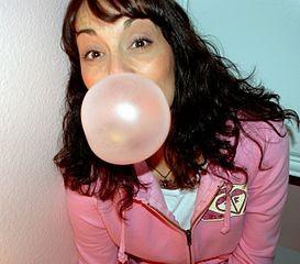 Rágógumizós lány, Kép: wikimedia