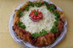 krumplipüré, rántott hús, tálalás
