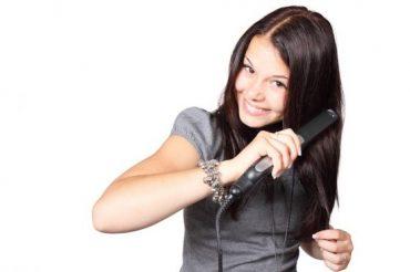 A hajvasalás is károsítja a hajszálakat  Kép: Pixabay