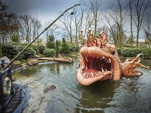 Óriáshal a vízen, Kép: APA Magazin