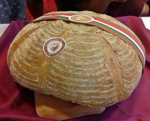 Új kenyér a Parlamentben, Kép: Kandikó Éva