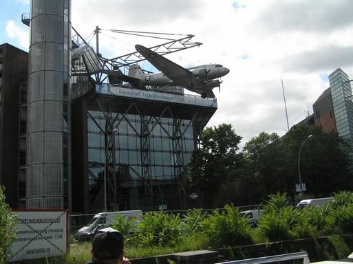 Repülő lóg ki a múzeumból, Kép: László Márta