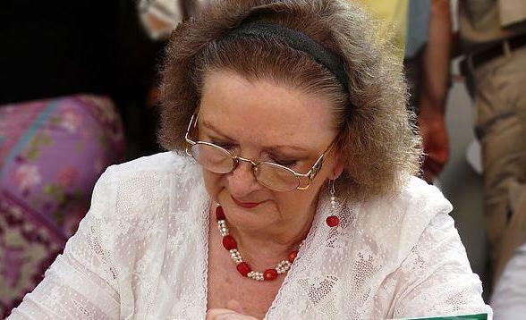 Jókai Anna írónő dedikál. Ünnepi Könyvhét, Budapest, 2010. június.