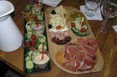 borozgatás, kolbász, paprika, paradicsom, sajt, vendégváró
