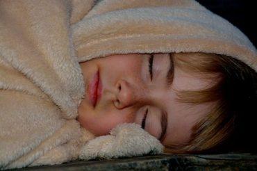 a megnagyobbodott Gyerekkorban a garat- és/vagy orrmandula okozza a horkolást Kép: Pixabay