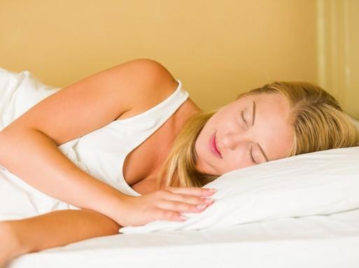 Alvó nő felülről, Kép: publicdomainpictures