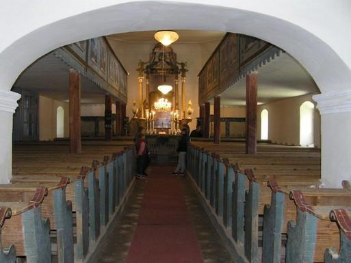 Bikácsi barokk evangélikus templombelső az oltárral, Kép: László Márta