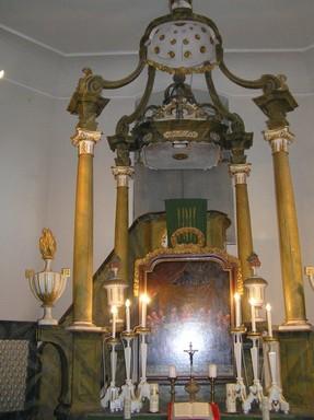 Bikácsi barokk templom baldahinos oltára, Kép: László Márta