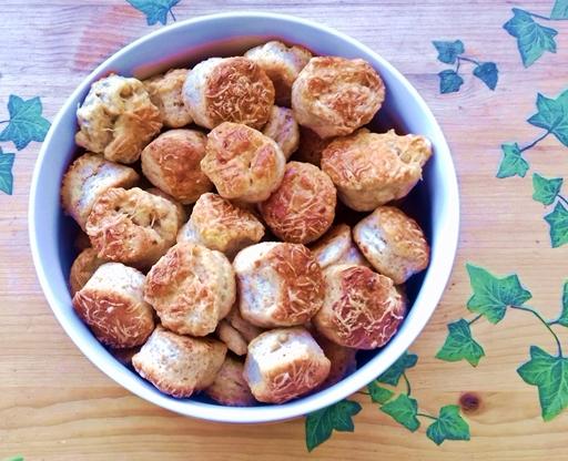 Teljes kiőrlésű lisztből készült pogácsa, Kép: Kandikó Éva