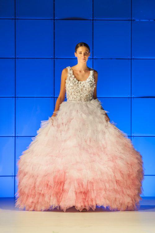 Rendhagyó fashion show keretében adták át csütörtökön a Poli-Farbe Lehengerlő sokszínűség nevű divatpályázat díjait.