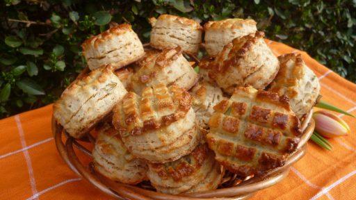 Duplán tepertős pogácsa, Kép: http://gasztrosagok.cafeblog.hu