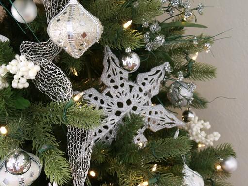 Szürke-ezüstös karácsonyi hangulat, Kép: újHáz Centrum