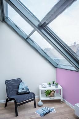 Szobabelső a tetőtérben, Kép: Poli-Farbe