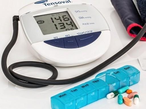 Vérnyomásmérő és gyógyszerek, Kép: Kardioközpont