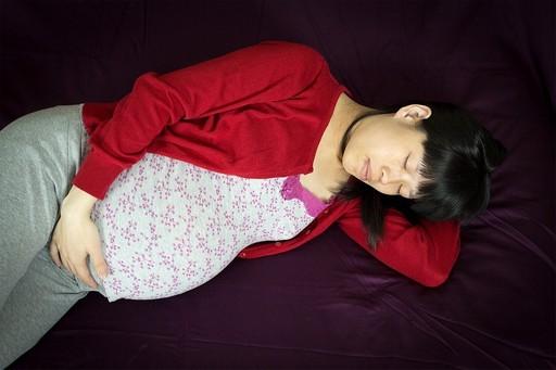 Alvó terhes kismama, Kép: pixabay