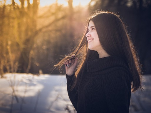 Barna hajú lány a télben, Kép: pixabay