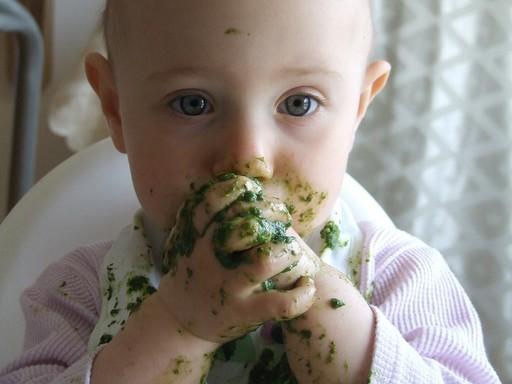 Gyerek eszik, Kép: pixabay