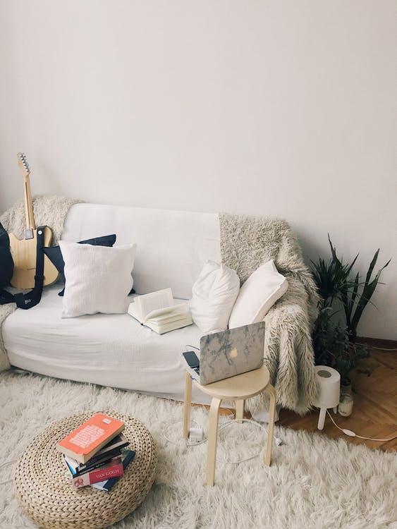 Modern, pasztell színű lakás, Kép: pexels