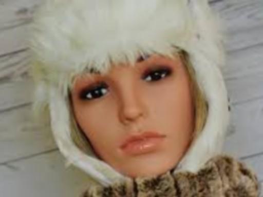 Szép női arc kapucniban télen, Kép: pixabay