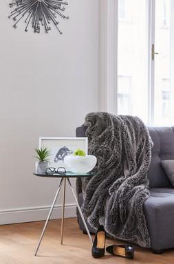 Kuckó fotellel, Kép: Poli-Farbe