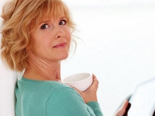 Nő kávéscsészével, Kép: kardioközpont