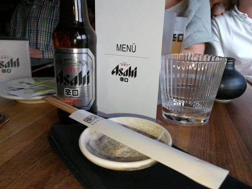 Asahi sör menükártáyval, Kép: László Márta