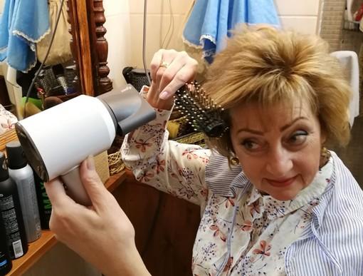 Hajat szárít a szerkesztő, Kép: Garai Emília