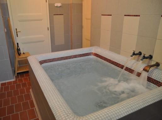 Otthoni medence, Kép: wikipedia