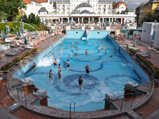 Budapest, Gellért fürdő, hullámfürdő-medence, Kép: wikimedia