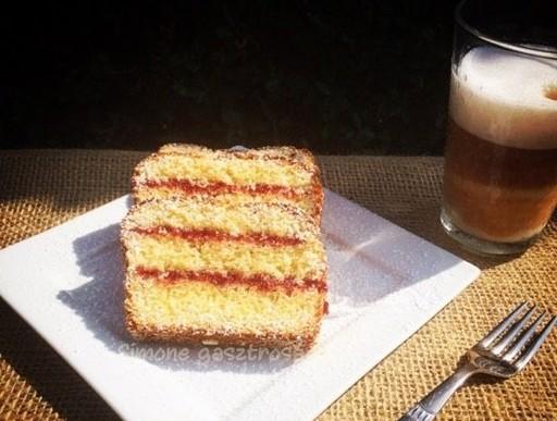 Gluténmentes citromos süti ribizlilekvárral, Kép: gasztrosagok.cafeblog.hu
