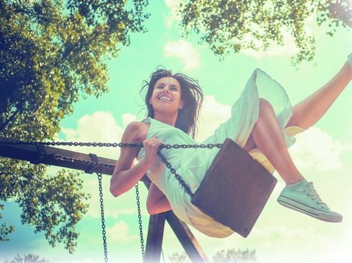 Tavasz, fiatal hintázó hölgy, Kép: Lenor