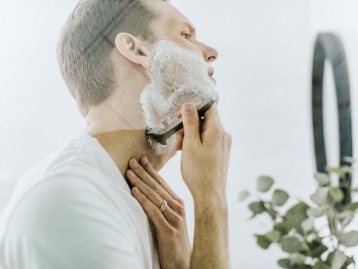 Borotválkozó férfi, Kép: Patrick Coddou Unsplash/Braun
