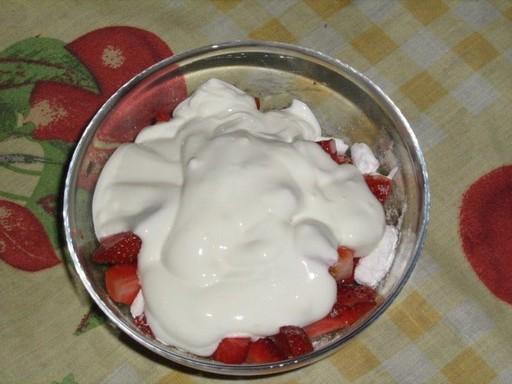Eper tejföllel, Kép: Somogyvári Zoltán