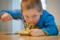 család, étterem, gyerek, illemtan, szokások, viselkedés