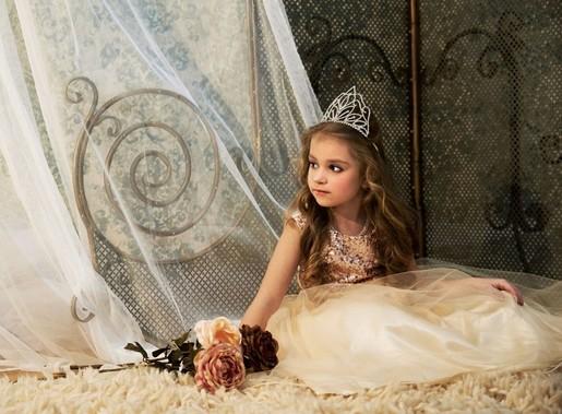 Királylány az ágyon, Kép: Kids Fashion
